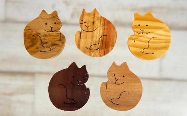 沖縄県八重瀬町(やえせちょう)「ふるさと納税」お礼品に『沖縄の木で作った 猫の箸置き4つ(アソート)』を新たに追加いたしました画像
