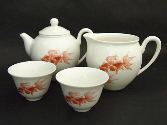 台湾茶器メーカーより直輸入!金魚の柄の茶器セットを販売開始。